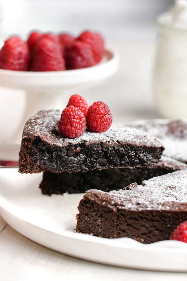 Kladdkaka - Swedish chocolate sticky cake Recipe (gluten-free, vegan options)