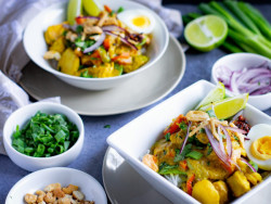 Ohn No Khao Swè (Burmese Chicken Coconut Soup)