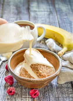 Oat Milk Recipe - Super Quick, Easy & Budget Friendly