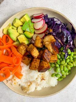 Vegan Poké Bowl with Sesame and Ginger Tofu