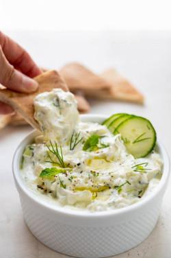 Classic Greek Tzatziki (Cucumber Yogurt Sauce)